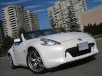 2009_Nissan_370Z_Coupe_Roadster_White