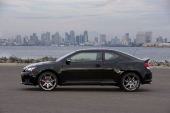 2011_Scion_tC_Side2
