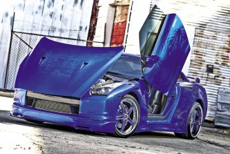 Before the spraying started, a custom metal widebody was fabricated at T&A and the entire car was shaved smooth. From there, they fitted up some motorized Lambo doors to impress the ladies. Then the painting began at the hands of technician Louis Lopez in a special Oriental Blue.