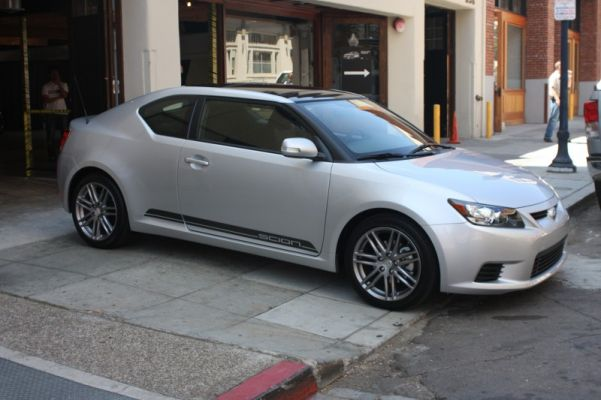 2011_Scion_tC_Silver