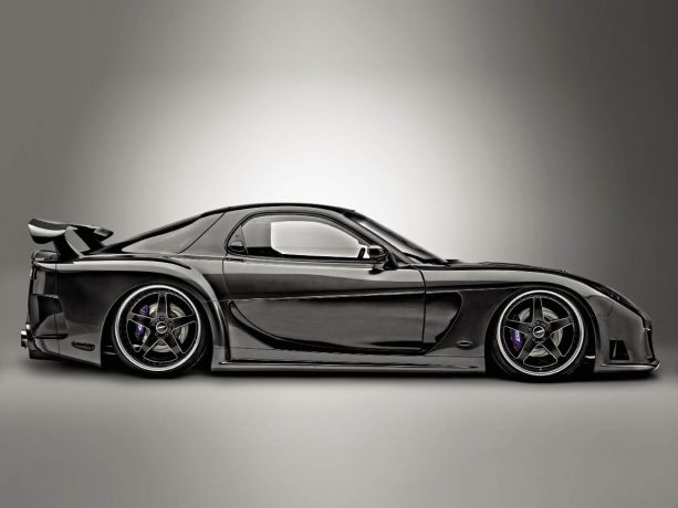 Dark Veiled Assassin: Matthew Desormeaux's 1992 Mazda RX7